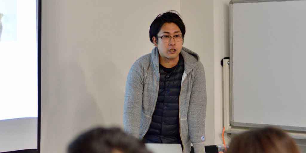 登壇するmannaka代表・柴田