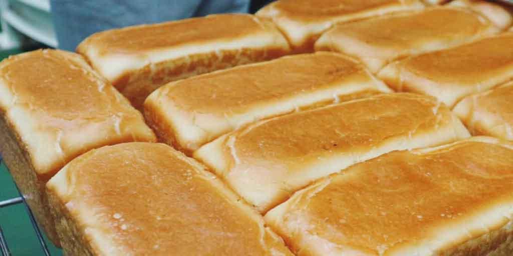 工場出荷時の米粉パン